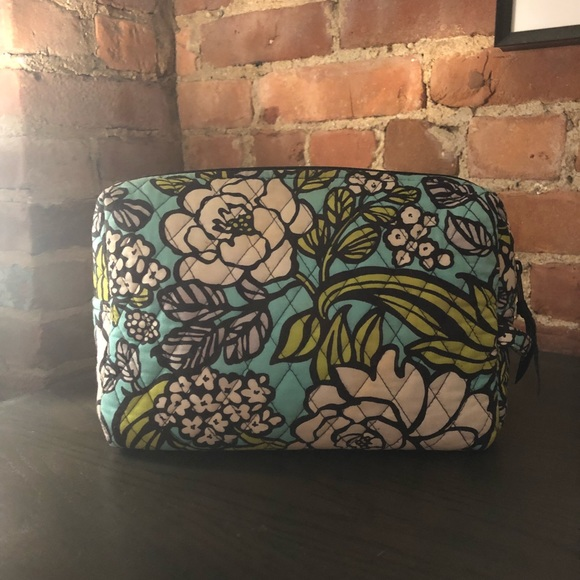 b56376b2a5 Large Cosmetic Bag - Vera Bradley Island Bloom. M 5a6508d885e6054ce4b634eb